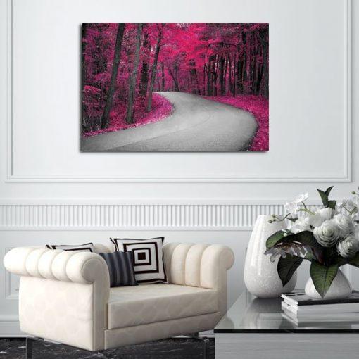 dekoracje z różowymi drzewami