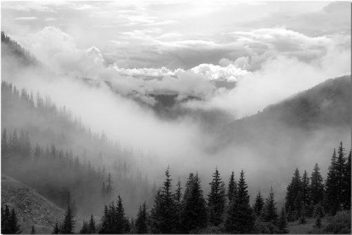chmury i góry na obrazie