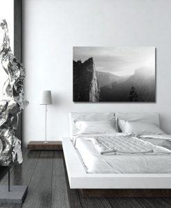 góry na obrazie czaro-białym