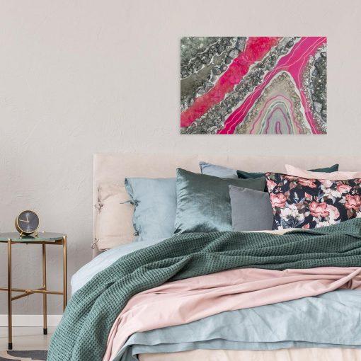 różowy obraz ze smugami