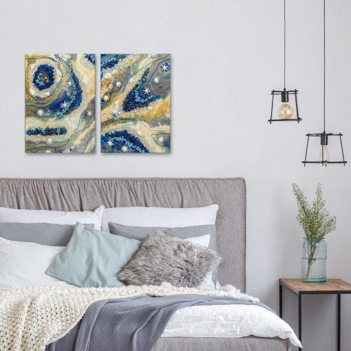 sypialnia dekorowana obrazami Ewy M. Turowskiej