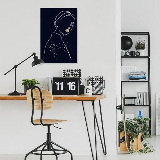 Obraz- Spoglądająca kobieta do biura