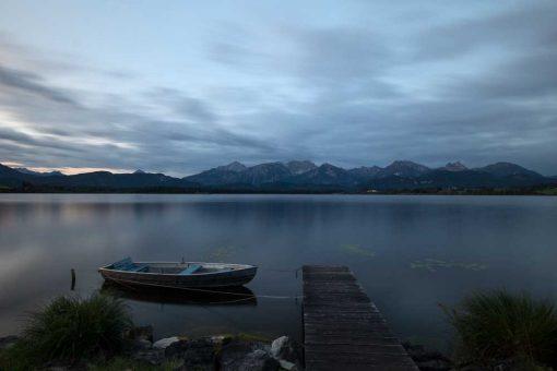 Obraz z jeziorem na tle gór