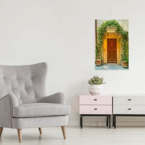 Obraz z drzwiami i winoroślą