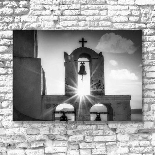Szary obraz z kościółkiem na Santorini do dekoracji salonu