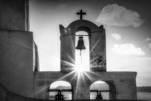 Szary obraz z kościółkiem na Santorini do pokoju