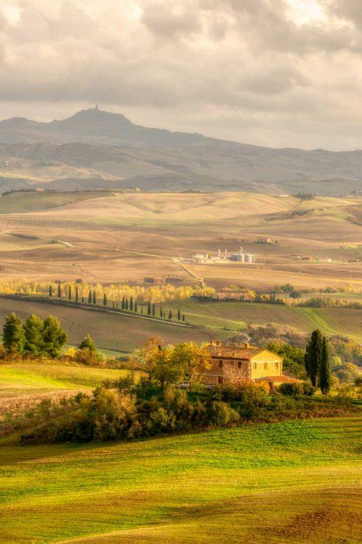 Obraz panorama Toskanii pod zachmurzonym niebem