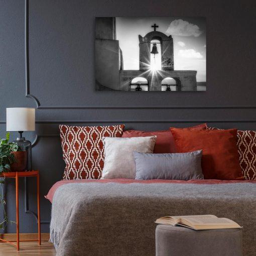 Szary obraz z kościółkiem na Santorini do biura podróży