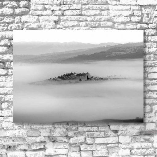 Obraz z szarym wzgórzem do dekoracji przedpokoju