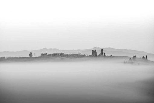 Obraz krajobraz we mgle w Toskanii