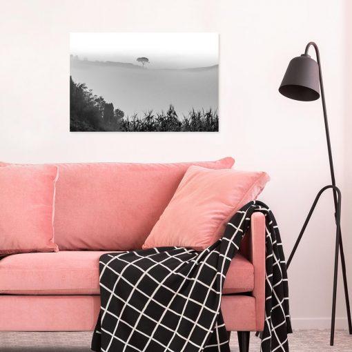 Obraz drzewo we mgle w szarym kolorze