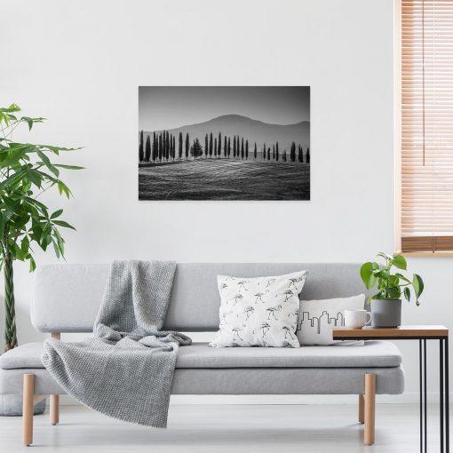 Szary obraz z motywem gór i drzew do dekoracji jadalni